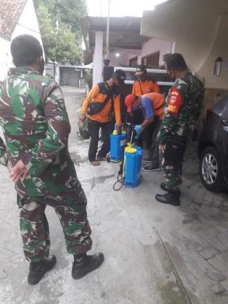 Penyemprotan Mandiri Oleh FPRB Punokawan di Wilayah Sonopakis Lor