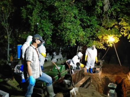 Pemakaman Jenazah Infeksius oleh FPRB Punokawan
