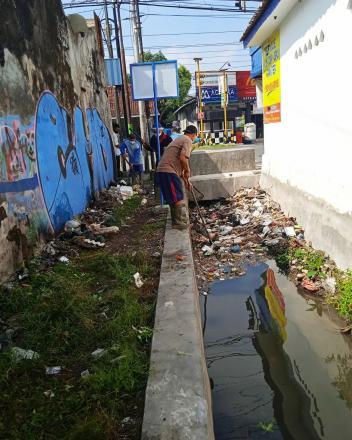 Pembersihan Sampah Saluran Irigasi DI Sumberan